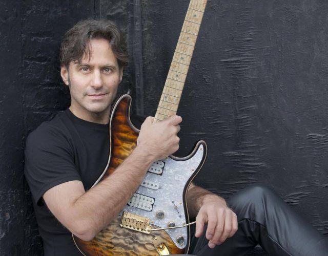 Dave Fields Blues Band виступить 27 червня на Сцені на площі Ринок
