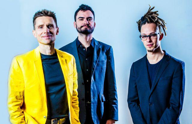 1 липня о 14:30 на площі Ринок виступить John Stetch Trio.