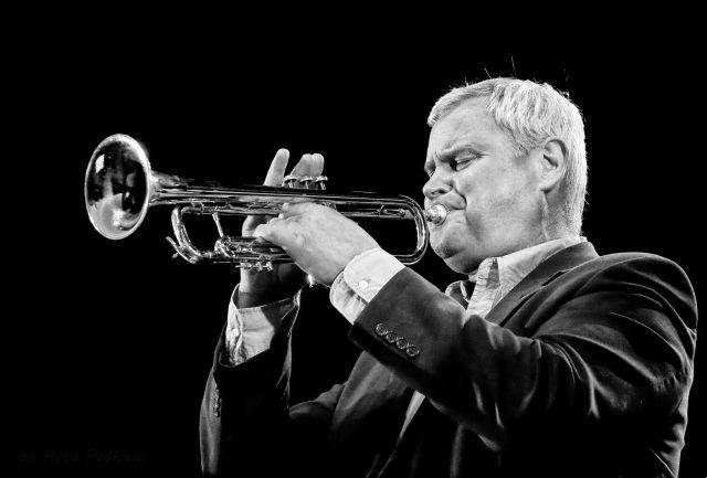 1 липня на сцені біля палацу Потоцьких виступить #LT100 jazz band